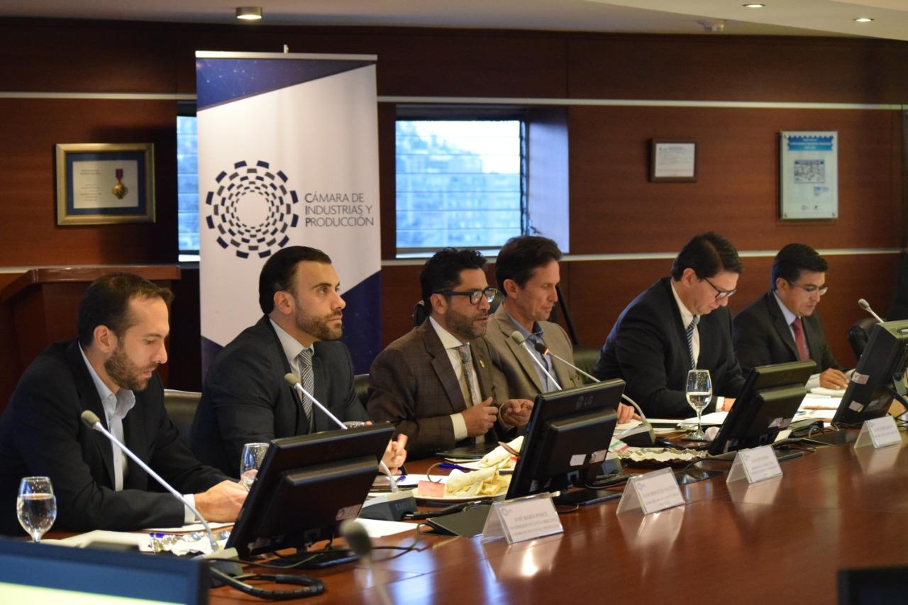Junta Directiva de la CIP recibe al ministro Iván Ontaneda